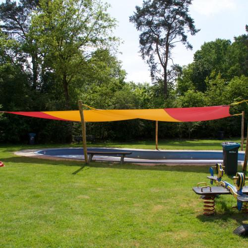 Schaduwdoek bij zwembad